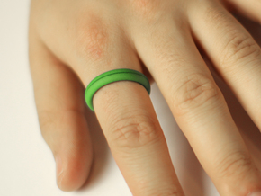 Ring CS01-ellipse in Green Strong & Flexible Polished