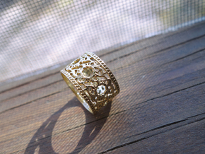 Hellena Ring in Polished Brass