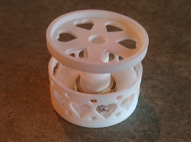 *ring holder The Ringmaster Big Hearts 3d printed