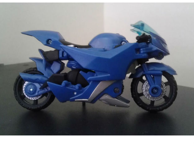 Slipstream homage Raven Head For TF PRID RC R 3d printed Raven Head enclosed in Deluxe TF Prime Arcee alt mode