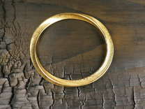 Delicate Bangle in Polished Gold Steel