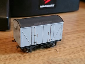 N gauge VEA Van body to fit Peco 10ft Chassis in Frosted Ultra Detail
