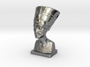 Nefertitti pendant in Fine Detail Polished Silver