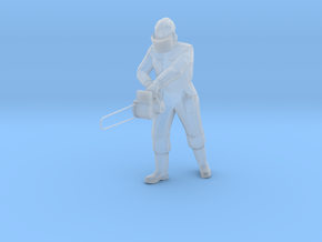 1:120 worker with chainsaw in Frosted Ultra Detail
