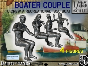 1-35 Recreation Boat Couple Set 1 in Frosted Ultra Detail
