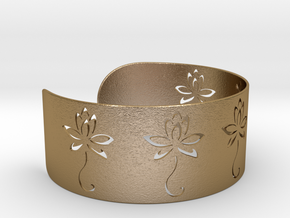 Ø2.677 inch/Ø68 mm Flower Bracelet in Polished Gold Steel