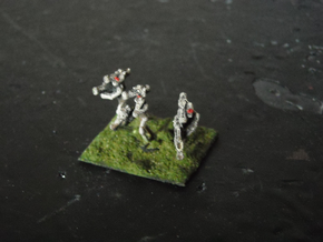 MG144-Aotrs08 War Droid Command Element in White Natural Versatile Plastic