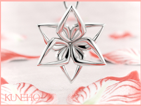 Amaryllis Pendant in Fine Detail Polished Silver