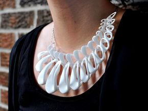 Interlacing Pendant in White Natural Versatile Plastic