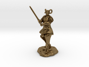 Tiefling Paladin in Platemail with Greatsword in Natural Bronze