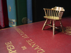 1:24 Low Back Windsor Chair in White Natural Versatile Plastic
