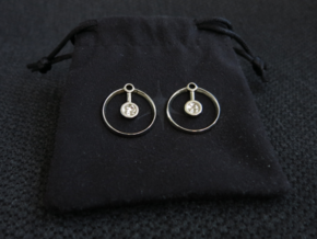 Hydrogen Earring in Polished Silver