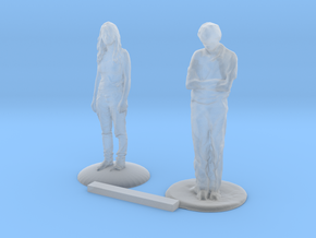 S Scale People Standing in Smooth Fine Detail Plastic