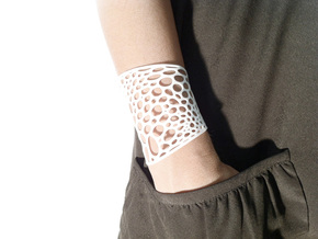 Voronoi bracelet #2 (MEDIUM) in White Natural Versatile Plastic