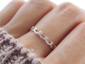 Scalloped Heart Edge Ring (Multiple Sizes) in Polished Silver: 6 / 51.5