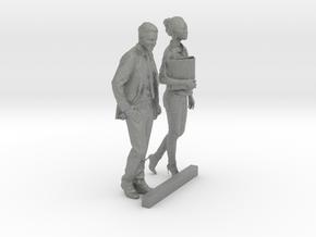 O Scale Walking Man & Woman in Gray PA12