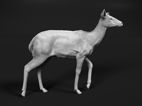 Nyala 1:32 Walking Female in Smooth Fine Detail Plastic