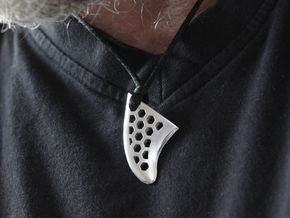 Fin pendant honeycomb in Polished Silver