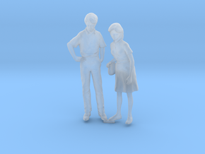 HO Scale Couple in Smooth Fine Detail Plastic