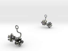 Cherry earring with two small flowers in Polished Silver