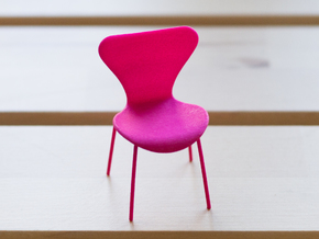 Fritz Hansen Series 7 Chair - 6.8cm tall in Pink Processed Versatile Plastic