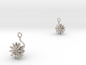 Daisy earring with one small flower II in Rhodium Plated Brass