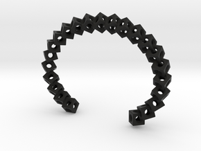 CUBE Medium in Black Strong & Flexible