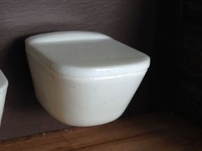 Toilet, wall hung with lid - 1:12, 1:24 in White Processed Versatile Plastic: 1:12