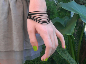 AKUSENTO Bracelet Small in Black Natural Versatile Plastic