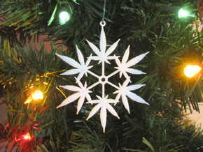 Snowflake Cannabis Ornament  in White Natural Versatile Plastic