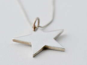 Flat star necklace pendant in Polished Silver