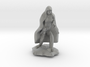 Halfling Rogue in Cape with two Daggers in Metallic Plastic