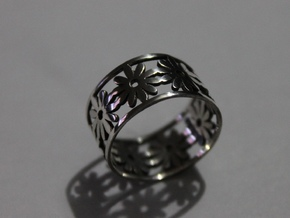 35 Daisy V5 Ring Size 7.5 in Fine Detail Polished Silver