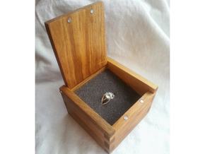 Solitaire Engagement Ring w/Split Band in Polished Silver