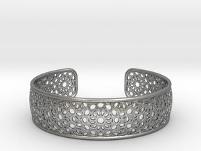 Open Flower Pattern Bracelet in Natural Silver