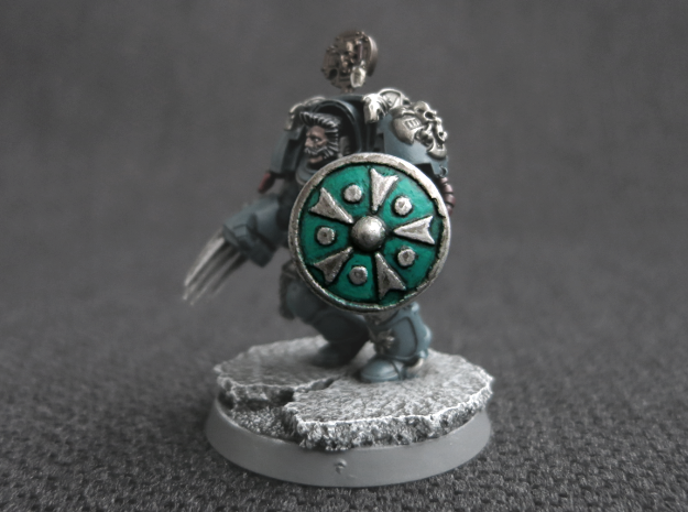 Miniature Shield 3 in Smooth Fine Detail Plastic