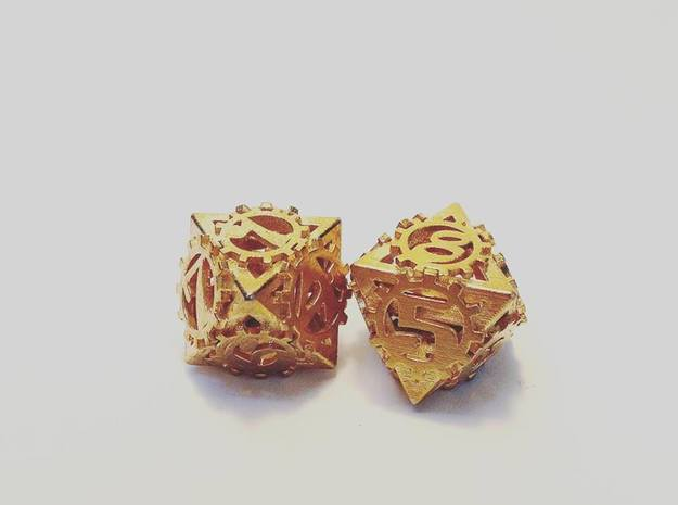 {pendants} Dice earrings in Natural Brass