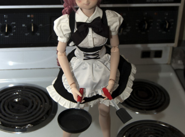BJD Frying Pan 3d printed 60 cm dollfie dream holding pan and spatula after they've been painted.