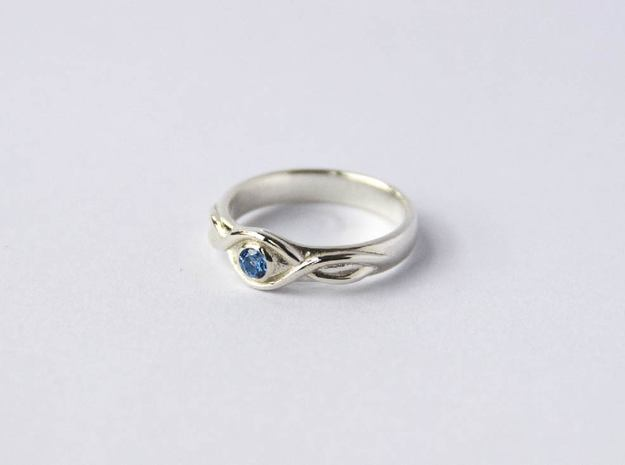 Ring with gemstone in Polished Silver