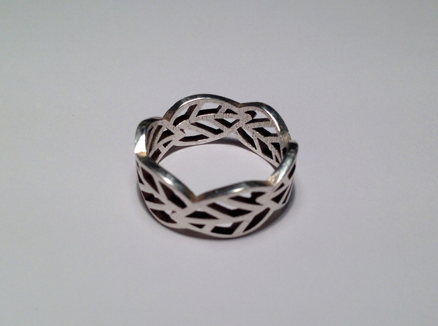 Leaf ring in Polished Silver