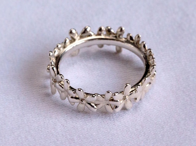 Daisyband in Fine Detail Polished Silver: 6 / 51.5