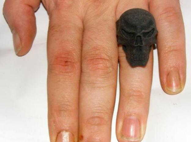 Skull Ring 3d printed Notice, it only fitted on this finger