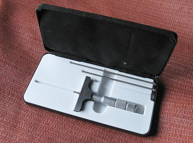 revised depth micrometer case insert 3d printed Here it is in use.    I can now put the tool away with any of its bars in place, and anywhere in its measuring range