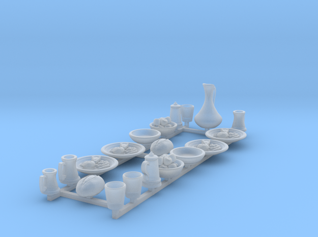 Feastware: Plates with food: V1 in Smooth Fine Detail Plastic