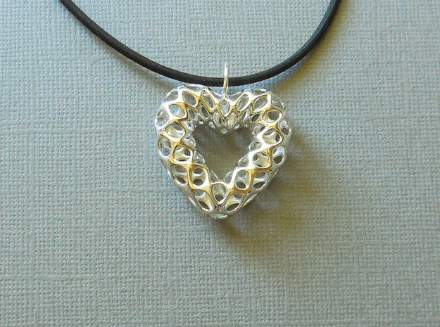 Mesh Heart Pendant in Precious Metal