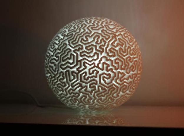 labirynth lamp 3d printed with a led bulb ( very white light)