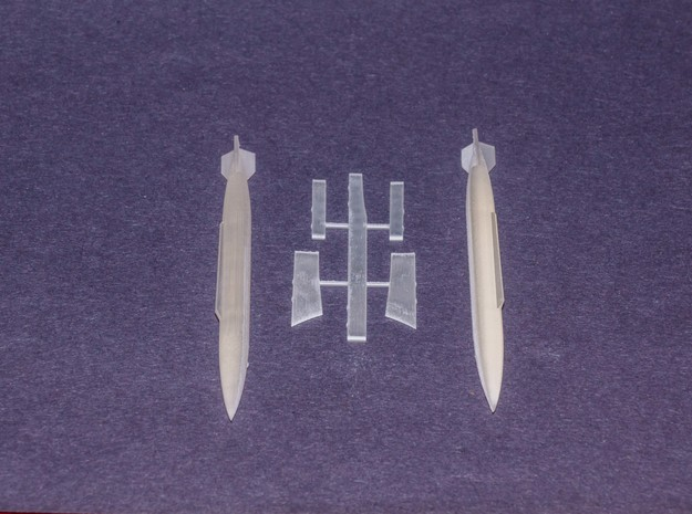 Atlas Cheetah 10 Bomb Configuration (Pylons Only) in Smooth Fine Detail Plastic: 1:72