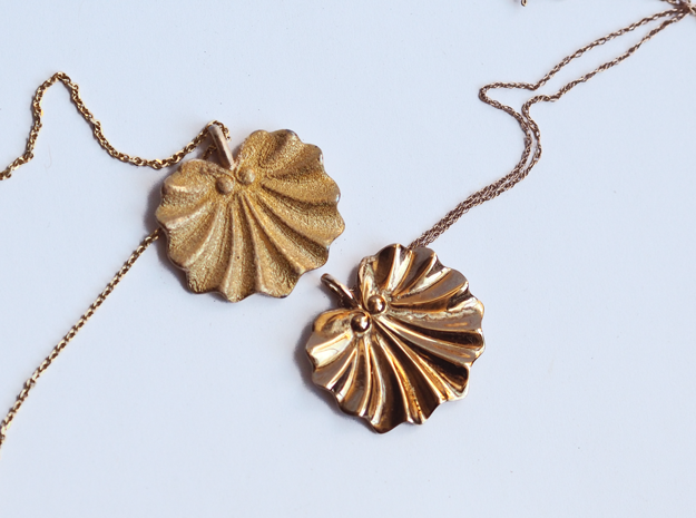 Seashell Fan Pendant in Polished Gold Steel