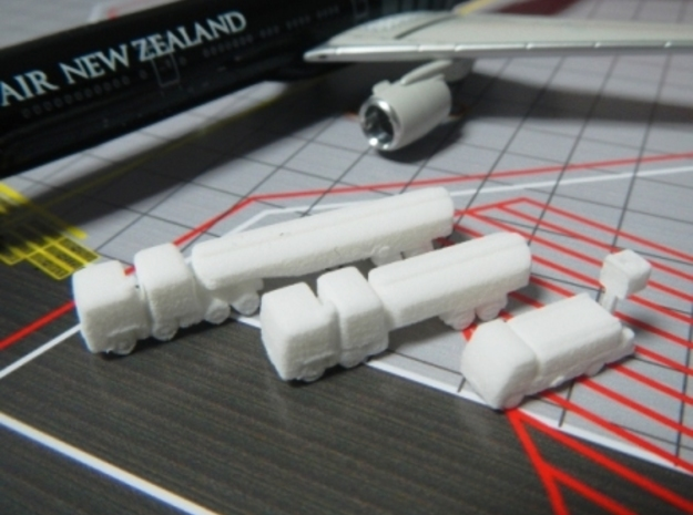 Airport GSE 1:400 Set 3 : Fuel & Lavatory truck in White Processed Versatile Plastic