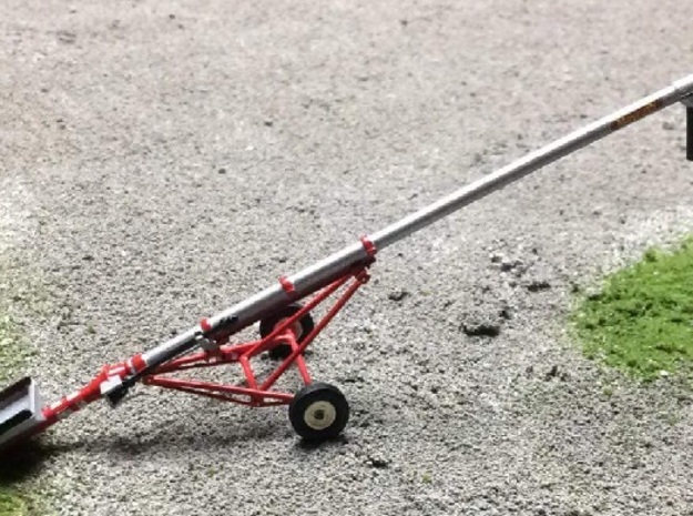 """1/64 8"""" 32' Inline Drive Grain Auger, PTO in Smooth Fine Detail Plastic"""